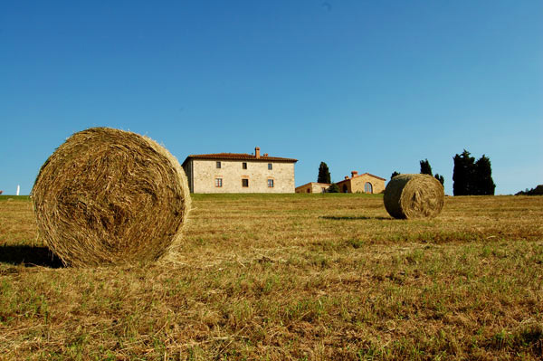 19-haystacks-in-tuscany.jpg