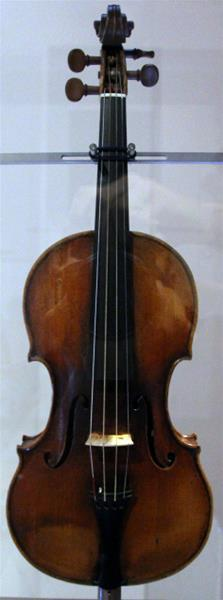 30-guarneri,_violino_cannone_niccolò_paganini1743_GF.jpg
